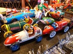 Les jouets mécaniques suscitent la curiosité de petits et grands